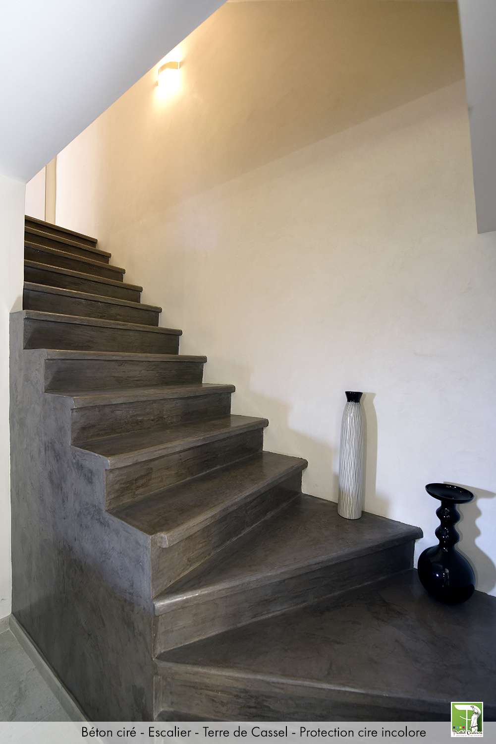 Bton_cir_escalier_Terre_de_Cassel_protection_cire_incolore